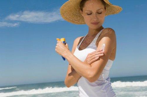 Sau khi điều trị viêm nang lông bằng công nghệ cao, cần chống nắng cẩn thận cho da.