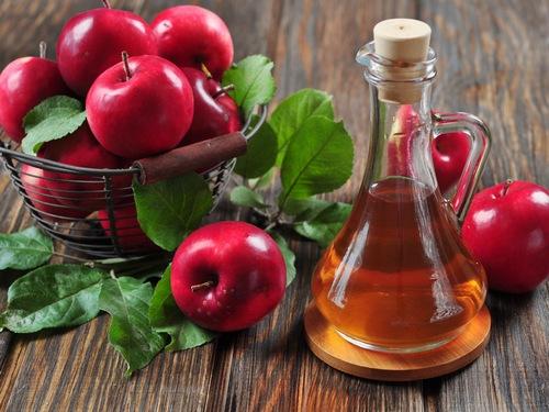 Sử dụng giấm táo trị mụn ở lưng hiệu quả