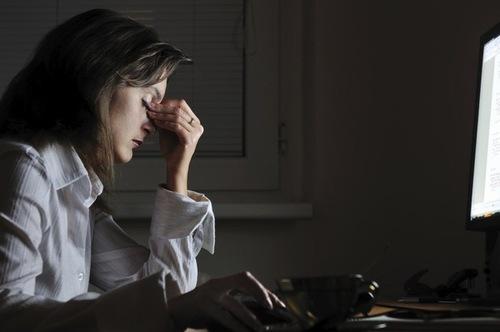 Hạn chế tình trạng thức khuya căng thẳng mệt mỏi