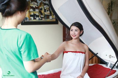 Phương pháp tắm trắng phi thuyền tại Thu Cúc Clinics.