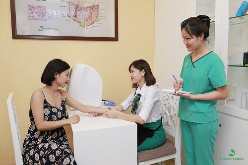 Khách hàng khi tới Thu Cúc Clinics được chăm sóc và điều trị thẩm mỹ da một cách tận tình, chu đáo.