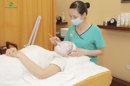 Trẻ hóa da bằng mặt nạ vi tảo tại Thu Cúc Clinics.