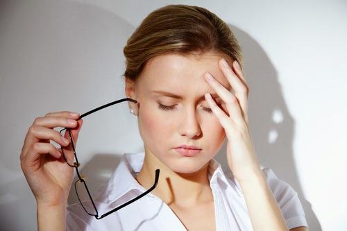 Căng thẳng là một trong những nguyên nhân gây mụn lưng