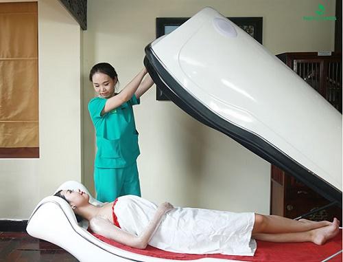 Phương pháp tắm trắng phi thuyền hiện đại tại Thu Cúc Clinics.