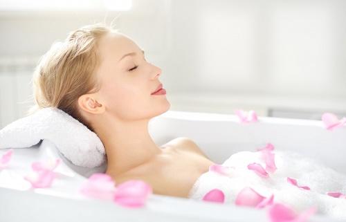 Quy trình tắm trắng bằng collagen tại Thu Cúc Clinics được thực hiện khoa học, nhanh chóng.