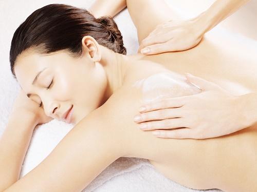 Tắm trắng collgen tại Thu Cúc Clinics với mức chi phí là 2.498.000 đồng/lần, thời gian 120 phút/lần tắm trắng.