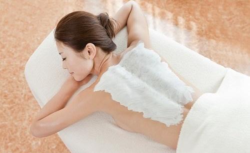 Tắm trắng bằng collagen giúp bổ sung collagen, tăng cường liên kết các mô, tăng độ đàn hồi cho làn da.
