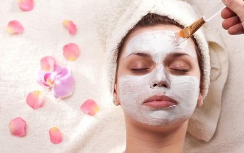 Tẩy tế bào chết giúp thông thoáng các lỗ chân lông, đào thải độc tố và sẽ ngăn ngừa mụn.