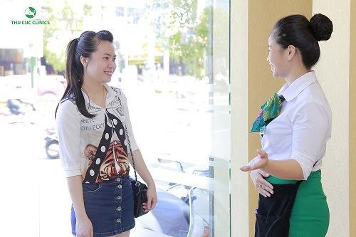 Làm đẹp tại Thu Cúc Clinics, khách hàng sẽ được nhân viên tiếp đón tận tình, chu đáo giúp khách hàng thư giãn ở mức tối đa