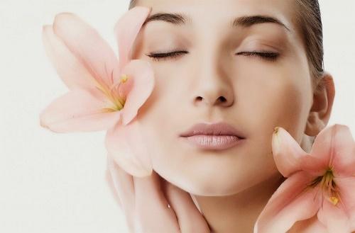 Hàng ngày có hàng tỉ các tế bào chết bong ra và tạo thành một lớp dày trên đề mặt da.