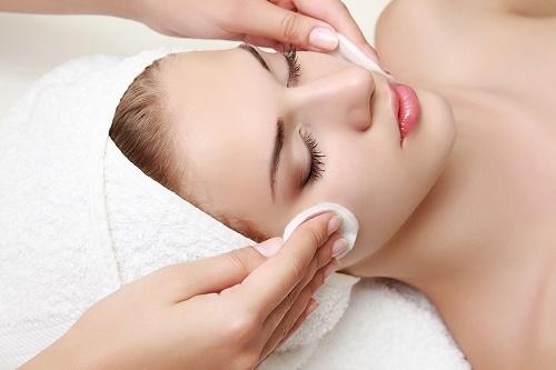 Làn da mụn chỉ nên áp dụng 1 tháng/lần để tránh gây tổn thương cho làn da.
