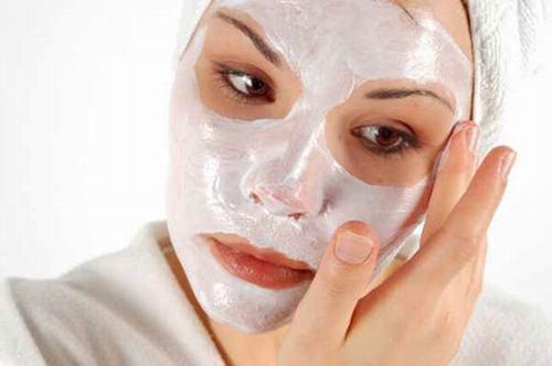 Tẩy da chết giúp làm sạch da, lấy đi các tế bào dư thừa để các tế bào mới có điều kiện phát triển.