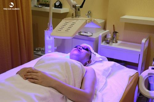 Tại Thu Cúc Clinics đang ứng dụng công nghệ trị mụn bằng Blue Light giúp khách hàng đạt được hiệu quả như mong muốn.