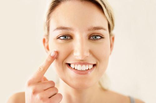 Để lớp vảy bong tự nhiên, không tác động hay can thiệp tránh nguy cơ để lại sẹo xấu