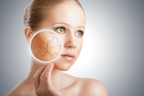Sau khi tẩy da chết, làn da đang nhạy cảm nên cần được bảo vệ.