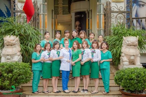 Thu Cúc Clinic Phú Thọ quy tụ đội ngũ bác sĩ da liễu, chuyên gia thẩm mỹ đầu ngành cùng đội ngũ kỹ thuật viên có trình đô y khoa, thẩm mỹ bài bản