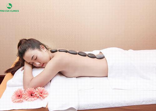 để chăm sóc làn da an toàn, bạn nên đến các spa làm đẹp uy tín để được làm đẹp hiệu quả.