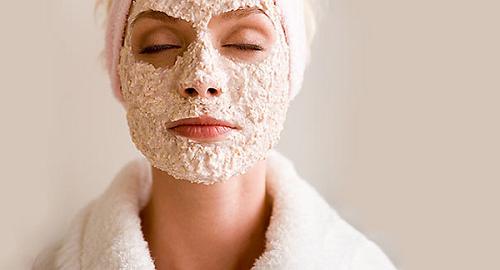 Làn da bạn đang bị mụn hay viêm nhiễm, bạn chỉ nên thực hiện tẩy da chết 1 tháng/lần.
