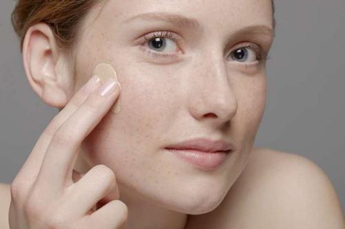 Tẩy tế bào da chết giúp làm sạch da, thông thoáng lỗ chân lông