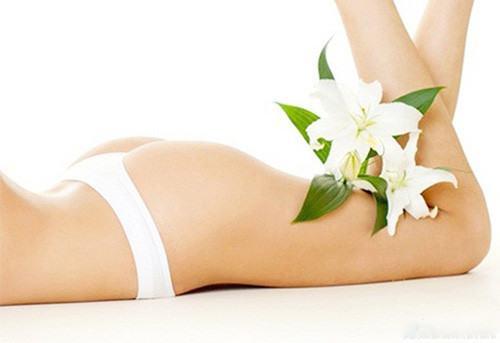 Tế bào chết bị bong ra và tạo thành một lớp dày trên da khiến làn da trở nên sần sùi kém thẩm mỹ.