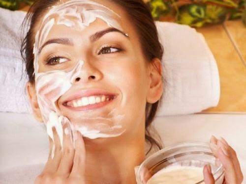 Sau khi tẩy da chết, bạn nên sử dụng các sản phẩm chống nắng thường xuyên.