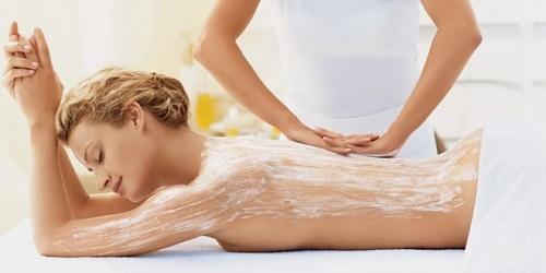 Tẩy da chết làm chậm quá trình lão hóa tren da và thúc đẩy các tế bào mới hình thành nhanh hơn.