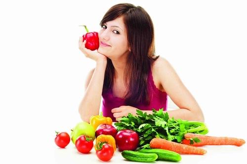 Quan tâm đến chế độ ăn uống giúp ngăn chặn mụn từ bên trong