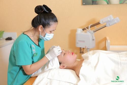 Sau nặn mụn da rất nhạy cảm nên cần chăm sóc cẩn thận