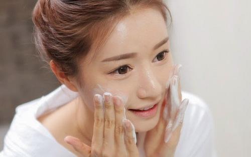 Sử dụng sản phẩm có tính sát trùng giúp vùng da tổn thương nhanh lành