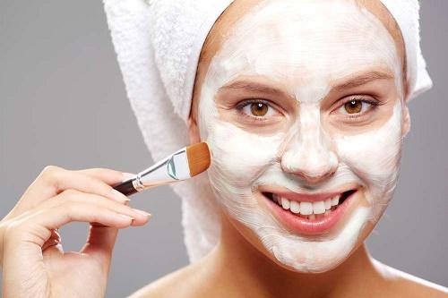Tẩy da chết quá nhiều còn khiến làn da dẽ bị bắt nắng hơn và dễ bị kích ứng.