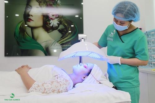 Blue Light là một trong những công nghệ trị mụn và sẹo thâm an toàn