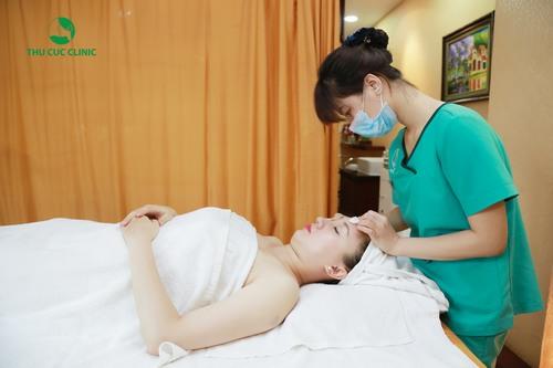 Ngoài các cách chăm sóc trên thì bạn nên kết hợp đến Thu Cúc Clinics chăm sóc làn da khô ráp của mình bằng các liệu pháp chuyên sâu.