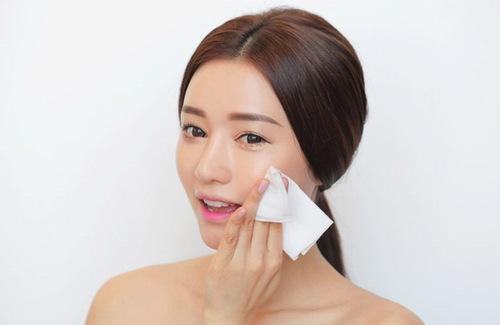 Làm sạch da mỗi ngày giúp ngăn chặn mụn phát triển