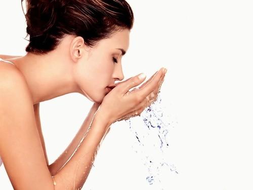 Rửa mặt là phương pháp đơn giản nhất để làn da bạn luôn mịn màng, trắng sáng.