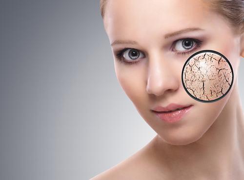 Tẩy tế bào da chết là một trong những bước quan trọng nhằm làm sạch da.