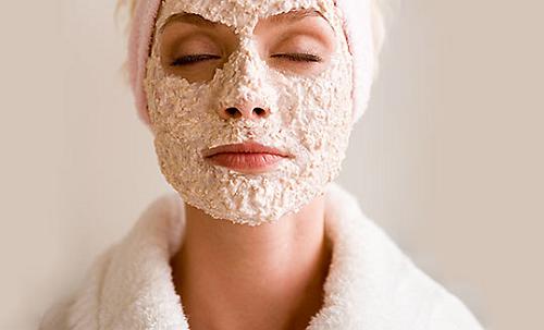 Theo các chuyên gia làm đẹp, bạn nên áp dụng tẩy tế bào chết cho da mụn 1 lần/tháng