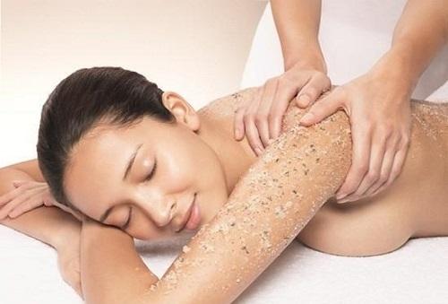 Tẩy tế bào chết giúp ngăn chặn quá trình lão hóa da, giúp làn da hấp thụ các chất dinh dưỡng tốt hơn.