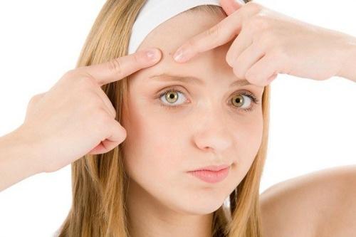 Vệ sinh da mặt nhiều lần có hết mụn không?