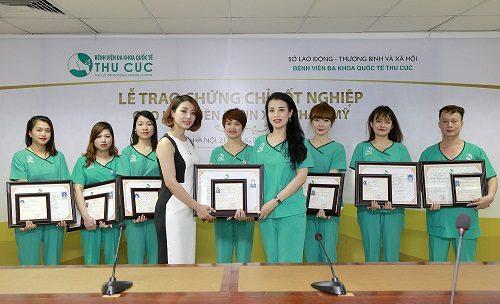 Học viên được cấp 2 chứng chỉ hành nghề của sở lao động - thương binh và xã hội và Bệnh viện Đa khoa Quốc tế Thu Cúc