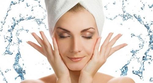 Rửa sạch da mặt sạch sẽ mỗi ngày để ngăn ngừa mụn trứng cá