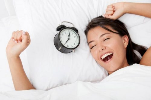 Ngủ đủ 8 tiếng một ngày để duy trì làn da sáng khỏe