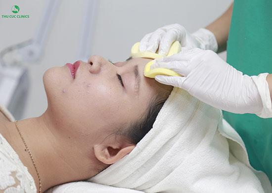 Thu Cúc Clinics đang áp dụng các phương pháp tẩy da chết từ thiên nhiên an toàn và hiệu quả cao.