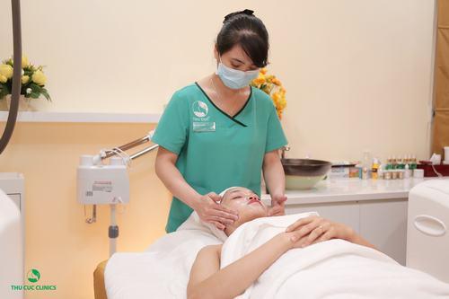 Tẩy da chết tại Thu Cúc Clinics có kết hợp sản phẩm dưỡng da cao cấp mang thương hiệu Bioline Jato.