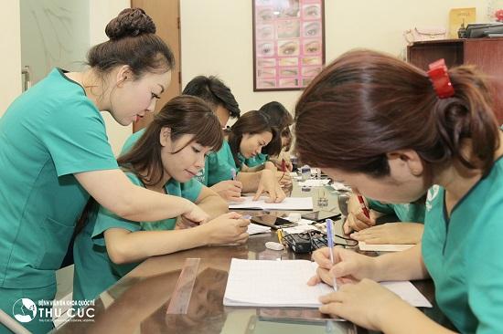 Học phun xăm lông mày Thu Cúc, các học viên sẽ có được các kiến thức, kỹ năng và kỹ thuật cần thiết trong lĩnh vực phun xăm thẩm mỹ