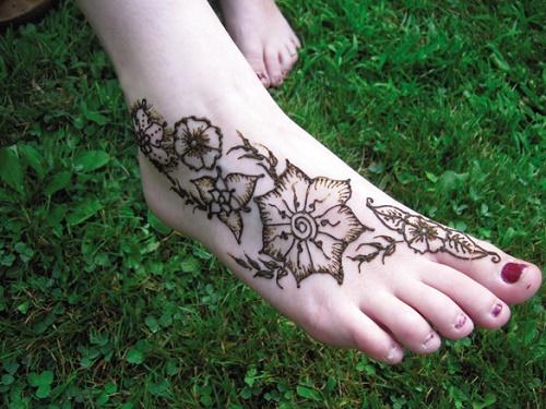 Hình xăm henna có thể xoa được nếu bạn áp dụng phương pháp xóa hình phù hợp.