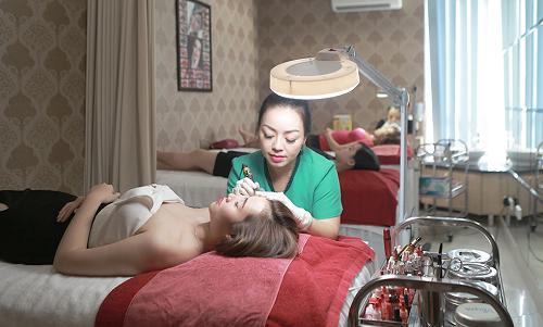 Cần áp dụng phương pháp xóa xăm chân mày phù hợp để bảo vệ an toàn cho làn da.