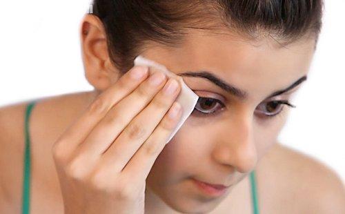 Vị trí lông mày tập trung nhiều dây thần kinh nên nếu xóa lông mày không đúng cách sẽ gây tổn thương cho làn da.