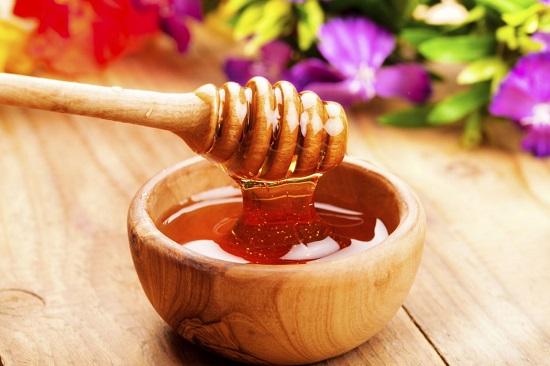 Mặt nạ mật ong còn có công dụng cao trong diệt khuẩn, tái tạo tế bào trên da.