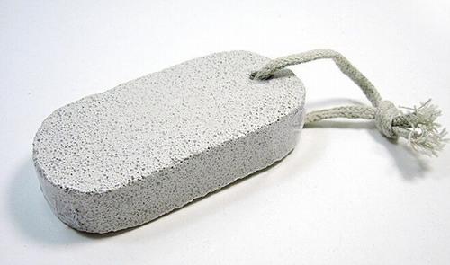 Phương pháp xóa xăm bằng đá mài rất dễ thực hiện và cho hiệu quả khá tích cực.