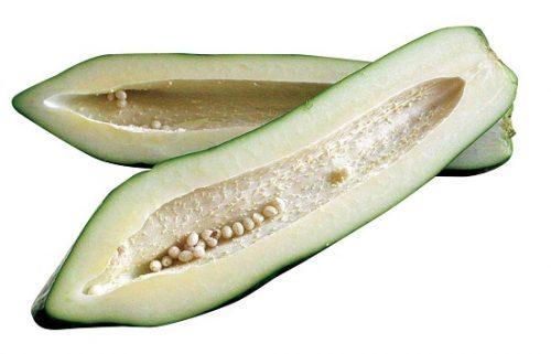 Đu đủ xanh gọt vỏ, bỏ hạt đem vào xoay nhuyễn rồi thoa trực tiếp lên vùng da có nốt mụn cóc
